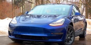 Sedan Tesla Model 3