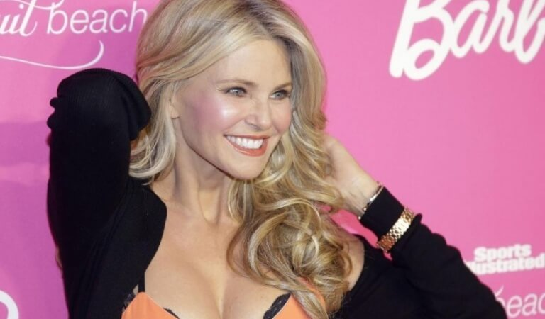 Christie Brinkley is a woman who does not know how to grow old!