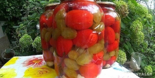 Tomatoes With Grapes