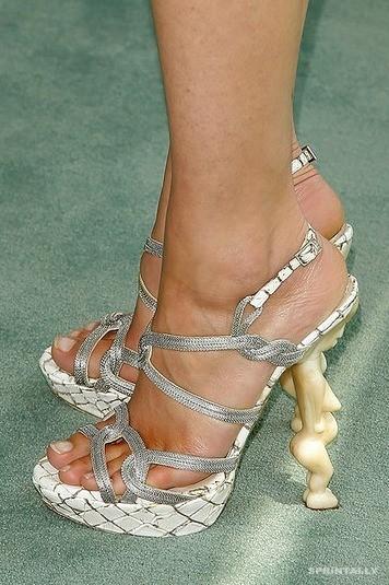 Uncomfortable Shoes 1(A)