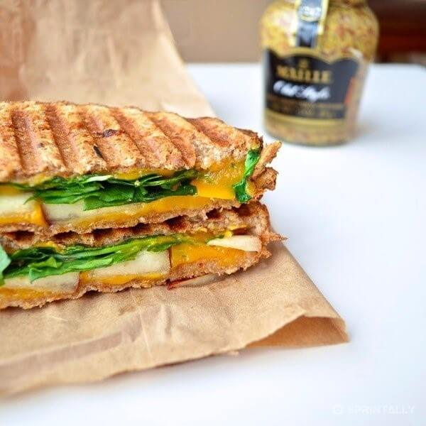 Sandwich Grill With Cheese, Pear And Arugula