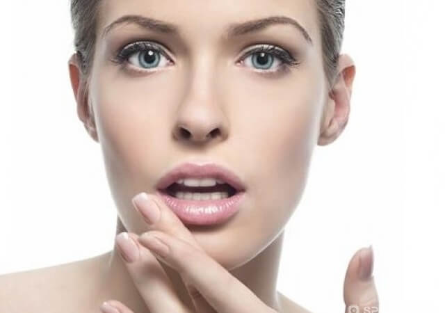 How to treat herpes on lips?