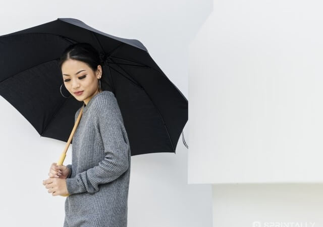 How to keep your hairstyle in rainy weather: beauty lifehacks