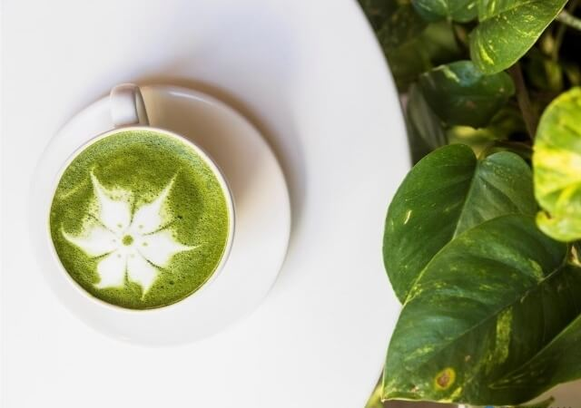 Matcha tea: superfood that cleans and slows skin aging