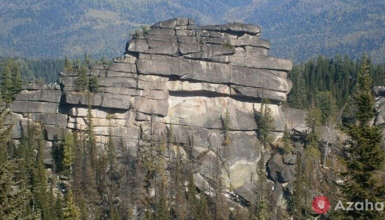 The Gornaya Shoria megaliths: the construction of an ancient civilization and the natural object