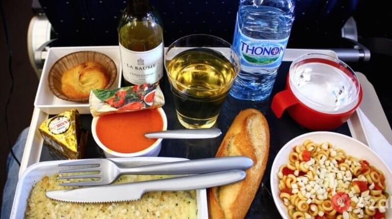 Do you know that a pilot and a co-pilot should eat different foods?