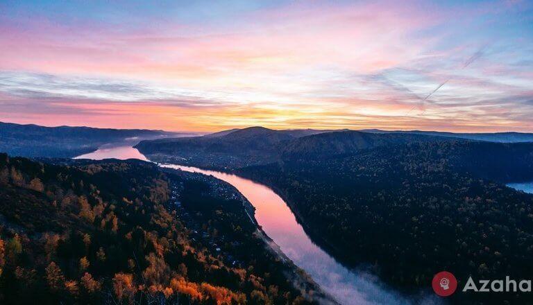 Autumn sunrise on Ust-Mansky rocks: 16 Photos
