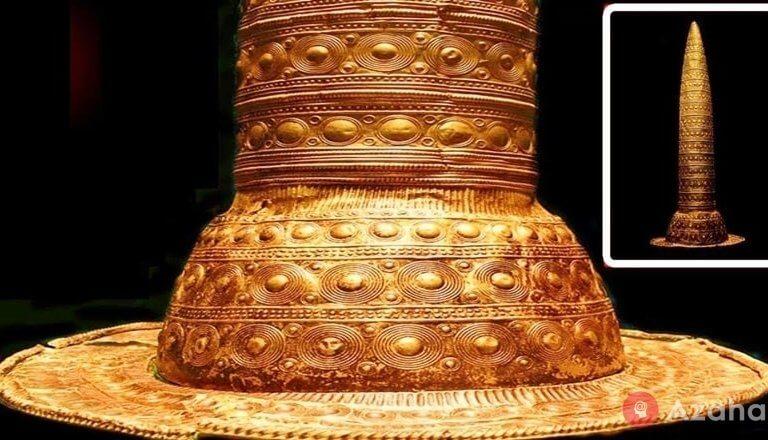 Berlin golden hat: an ancient calendar or a headdress of a wizard of the Bronze Age