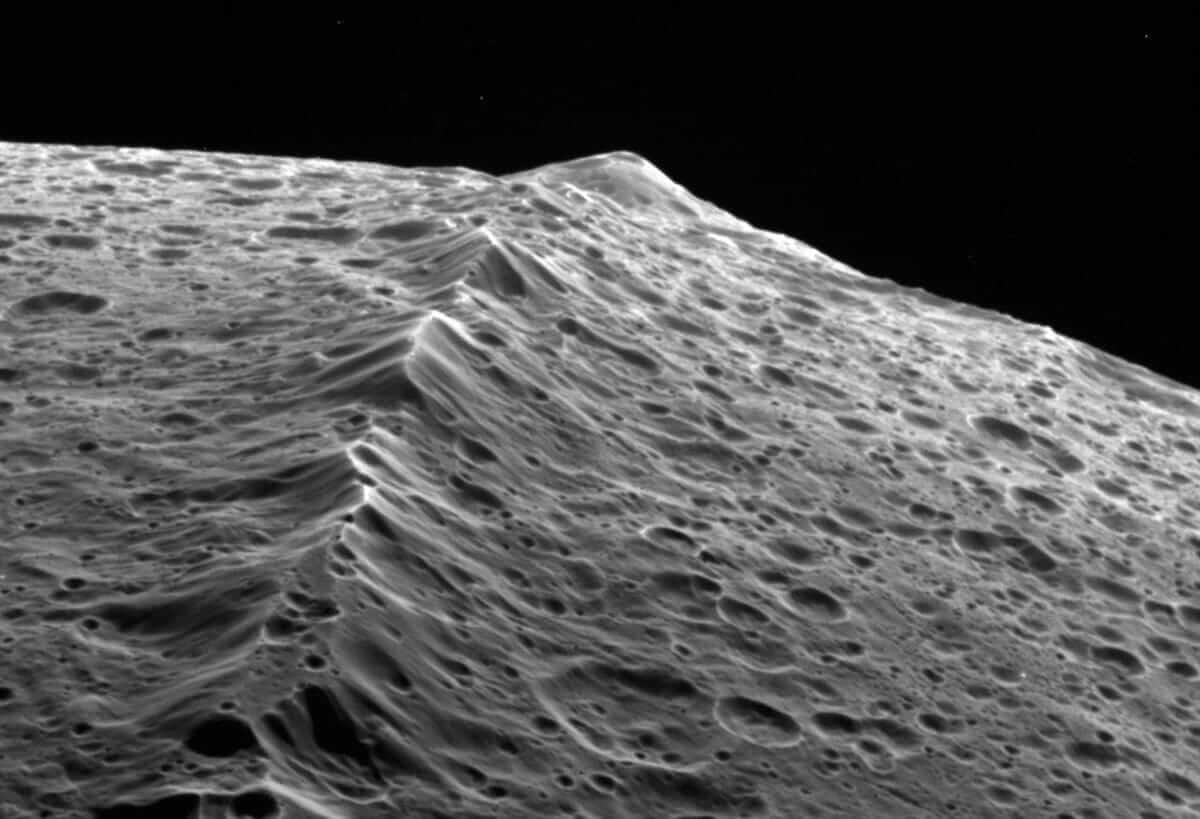 Wall Of Iapetus