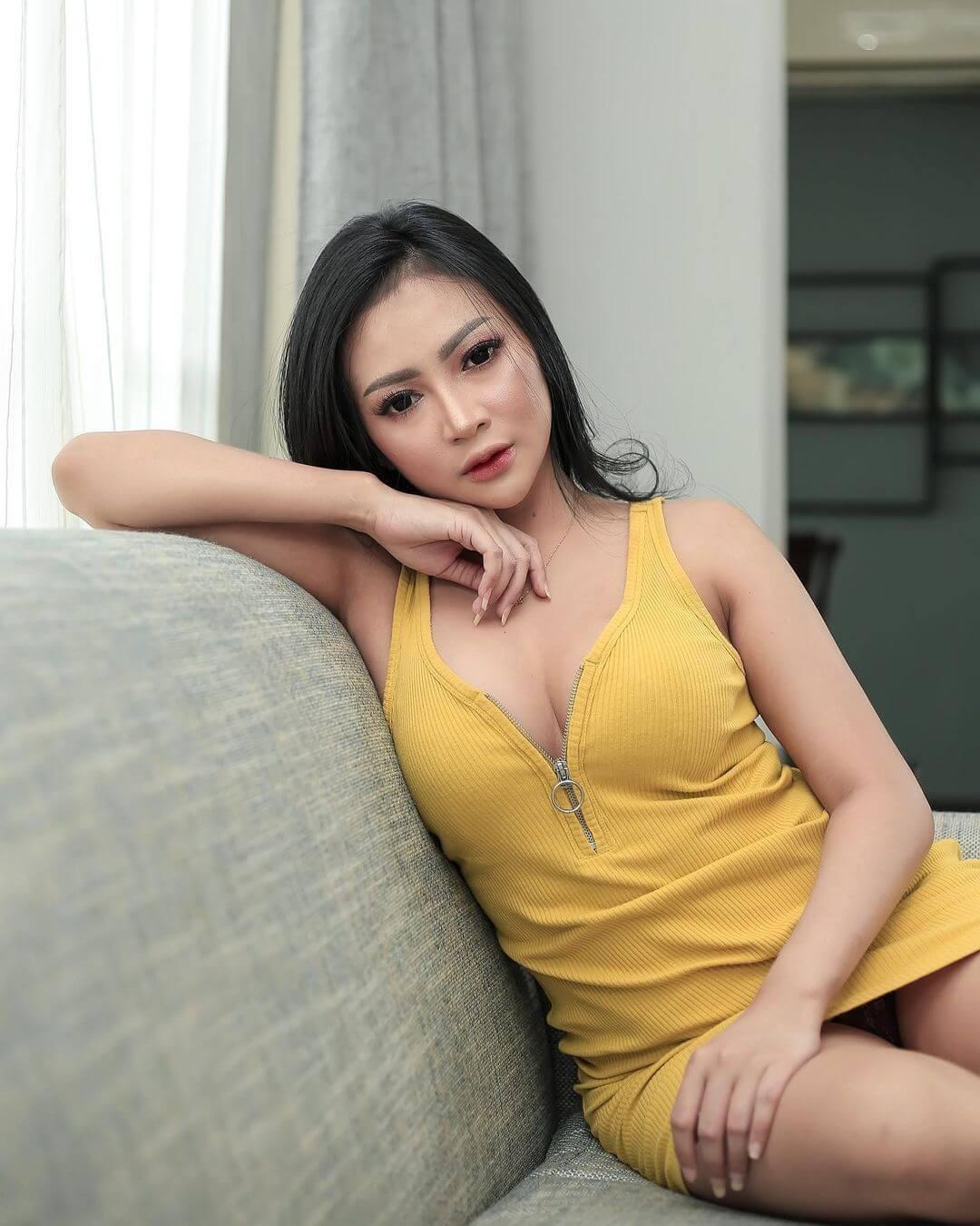 Maria Arra On Yellow Dress