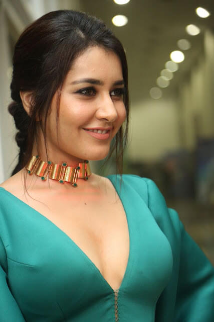 Raashi Khanna On Sexy Green Dress