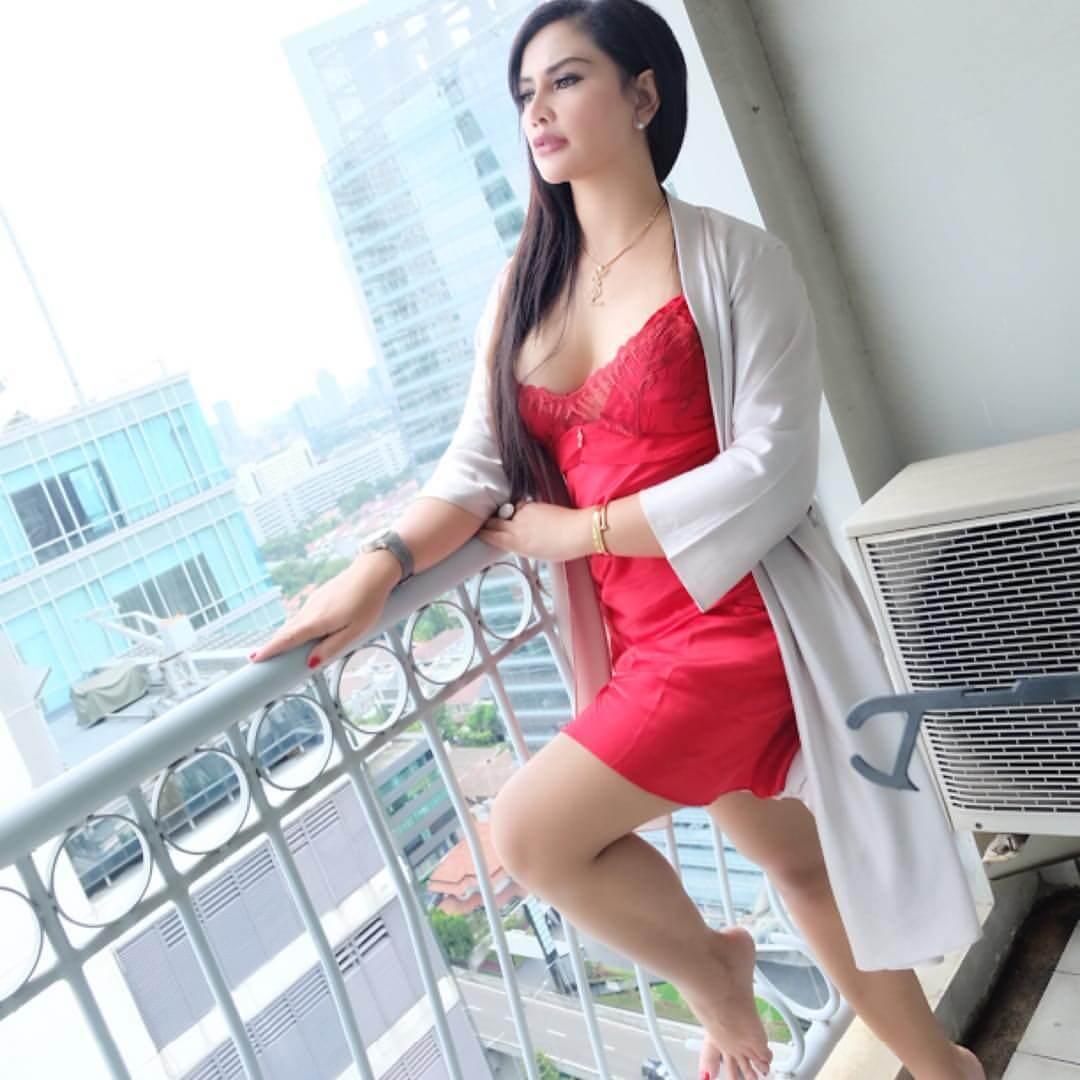 Mami Sisca Mellyana In Red Dress