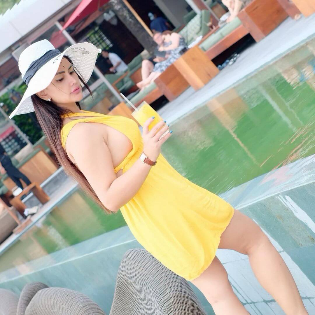 Mami Sisca Mellyana In Yellow Dress