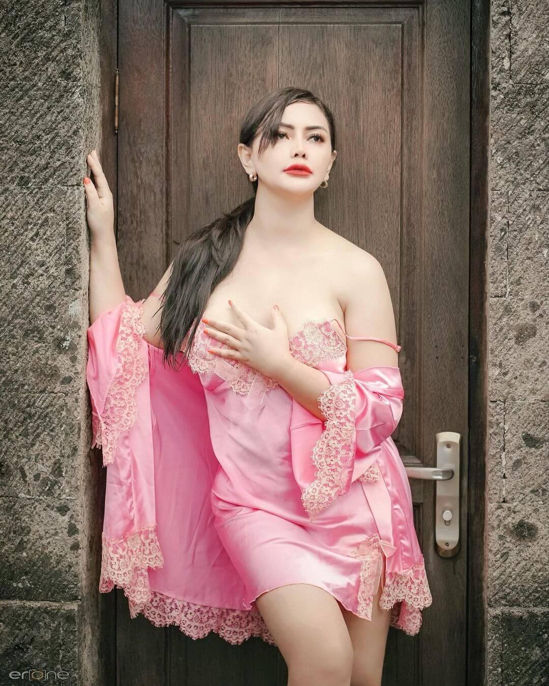Mami Sisca Mellyana In Pink Lingerie