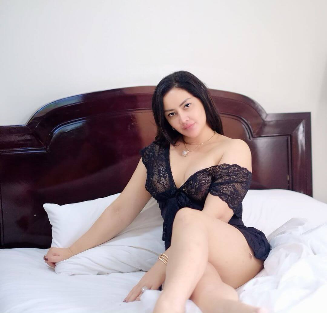 Mami Sisca Mellyana On Her Bed