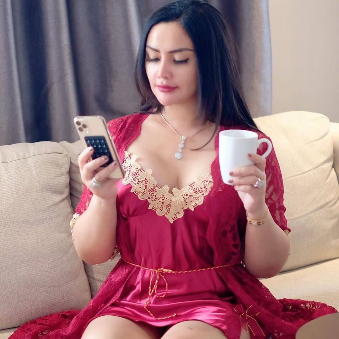 Mami Sisca Mellyana With Iphone 12 Pro Max