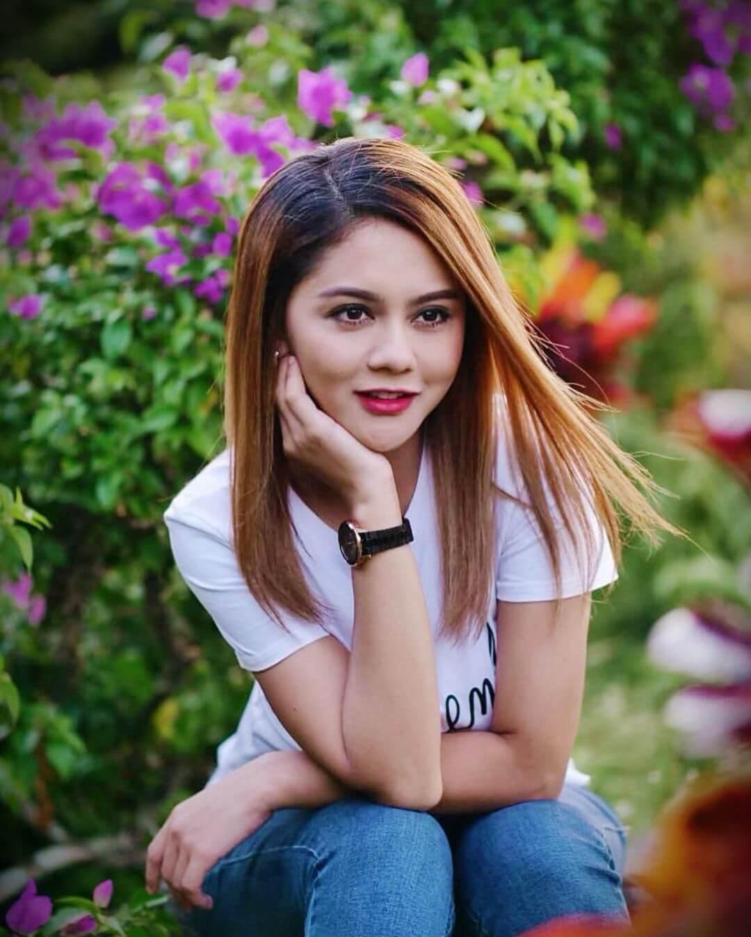 Beautiful Jeni Juliana