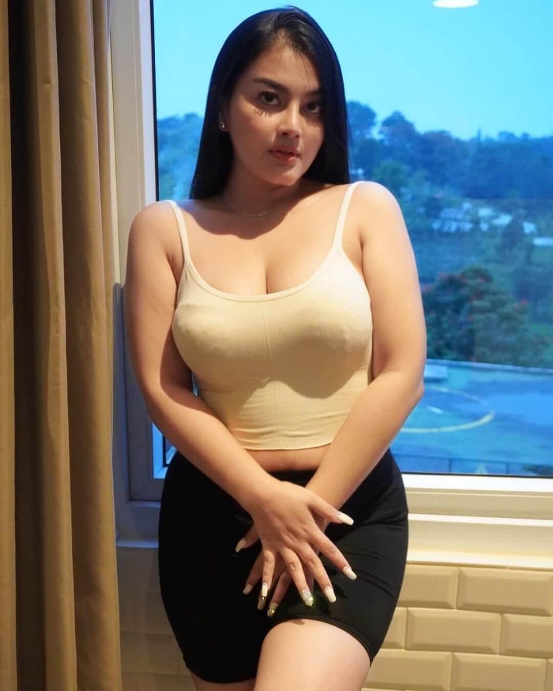 Gita Youbi In Black Skirt