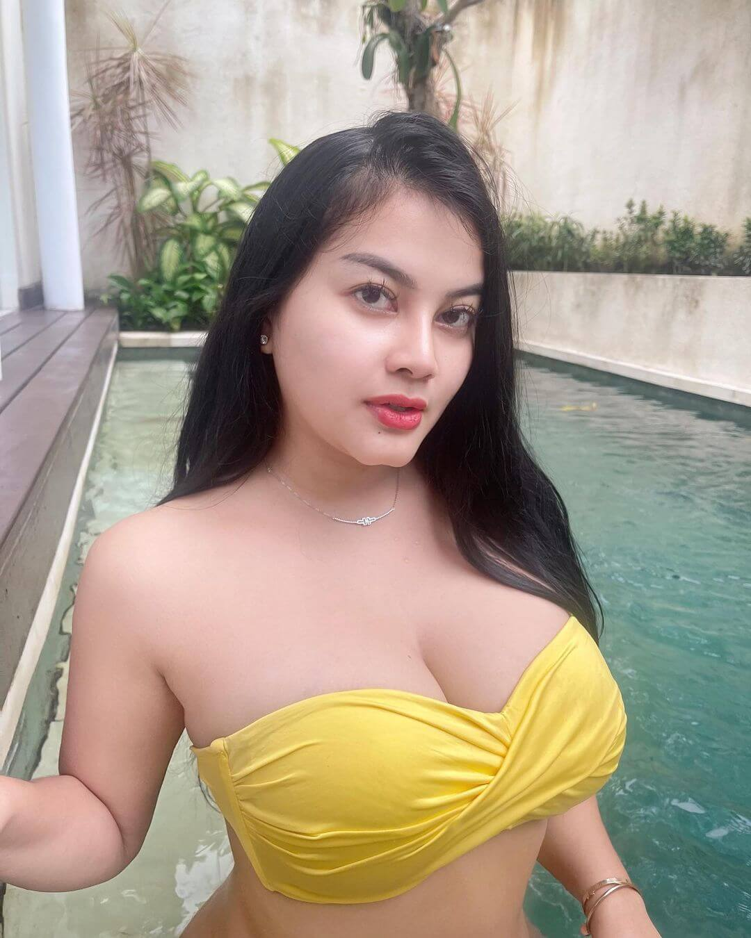 Gita Youbi In Yellow Bra