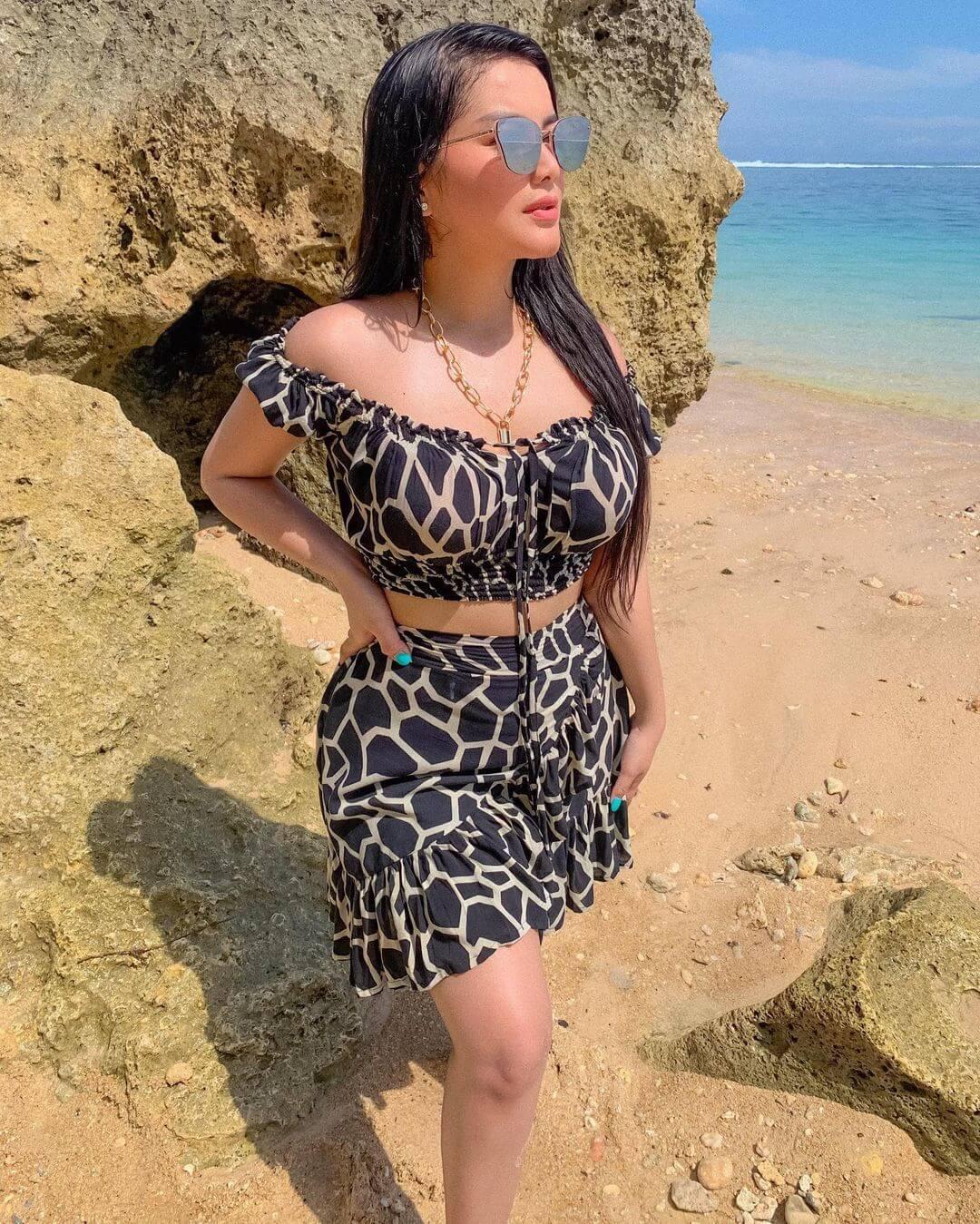 Hot Model Gita Youbi