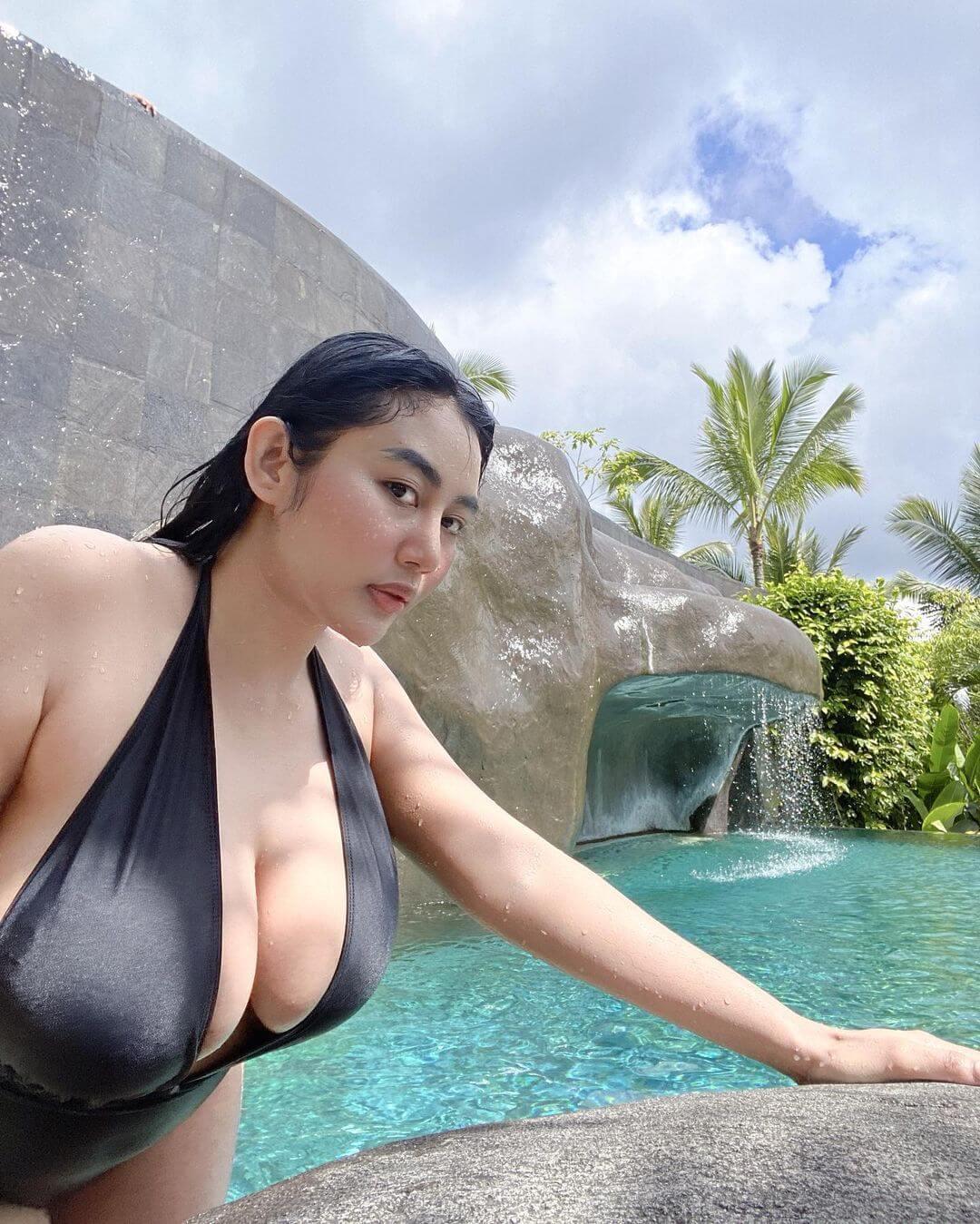 Indonesian Model Pamela Safitri