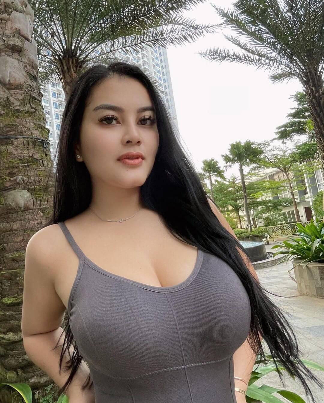 Model Gita Youbi In Black Top