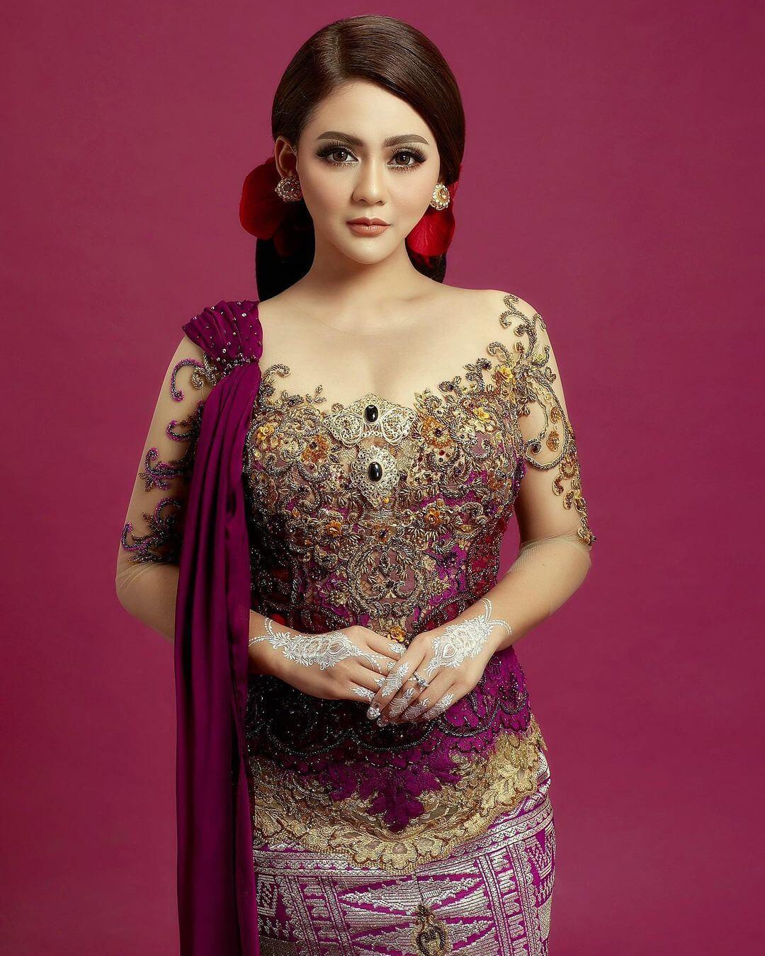 Most Beautiful Indonesian Singer Jeni Juliana