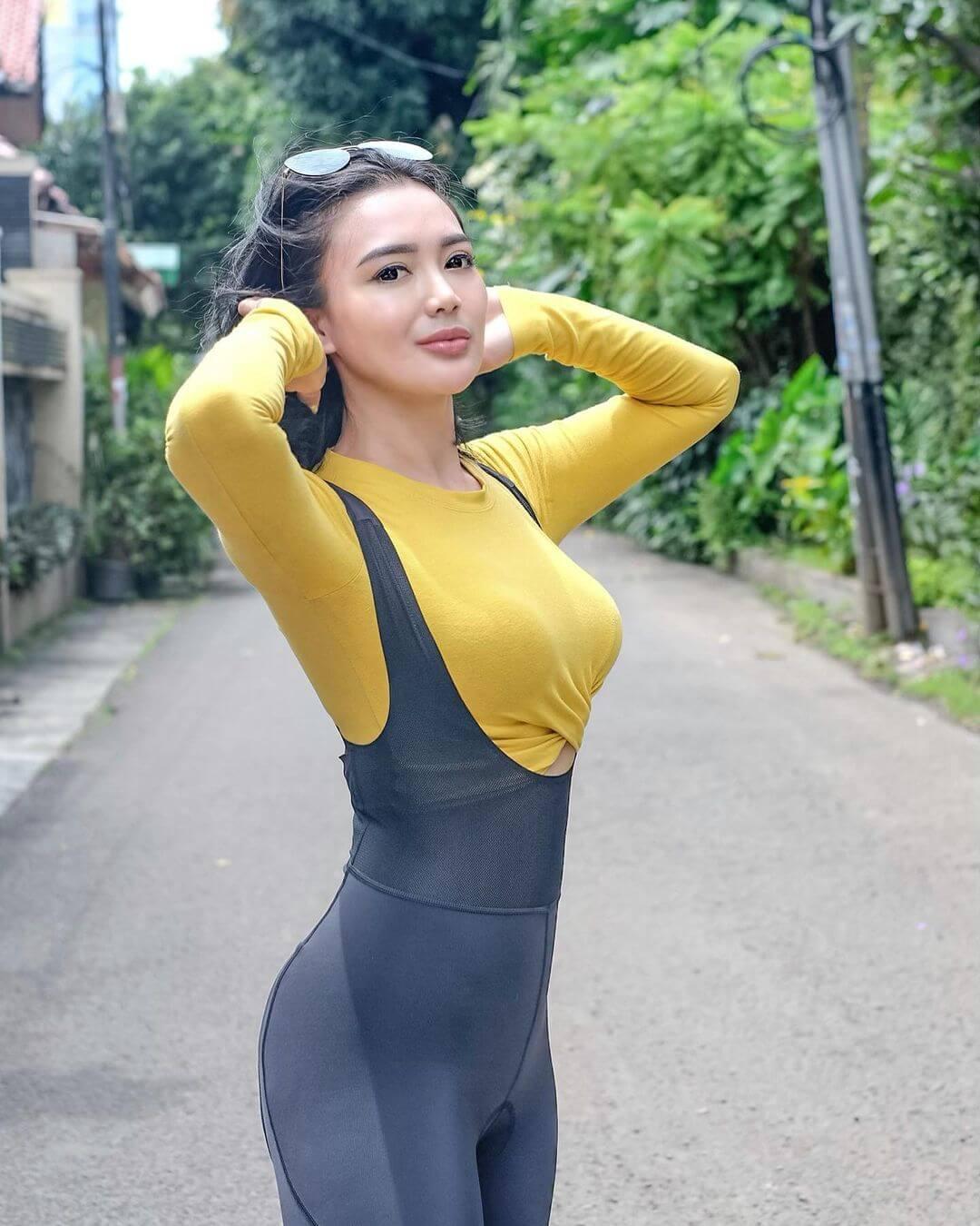 Actress Wika Salim In Yellow Top