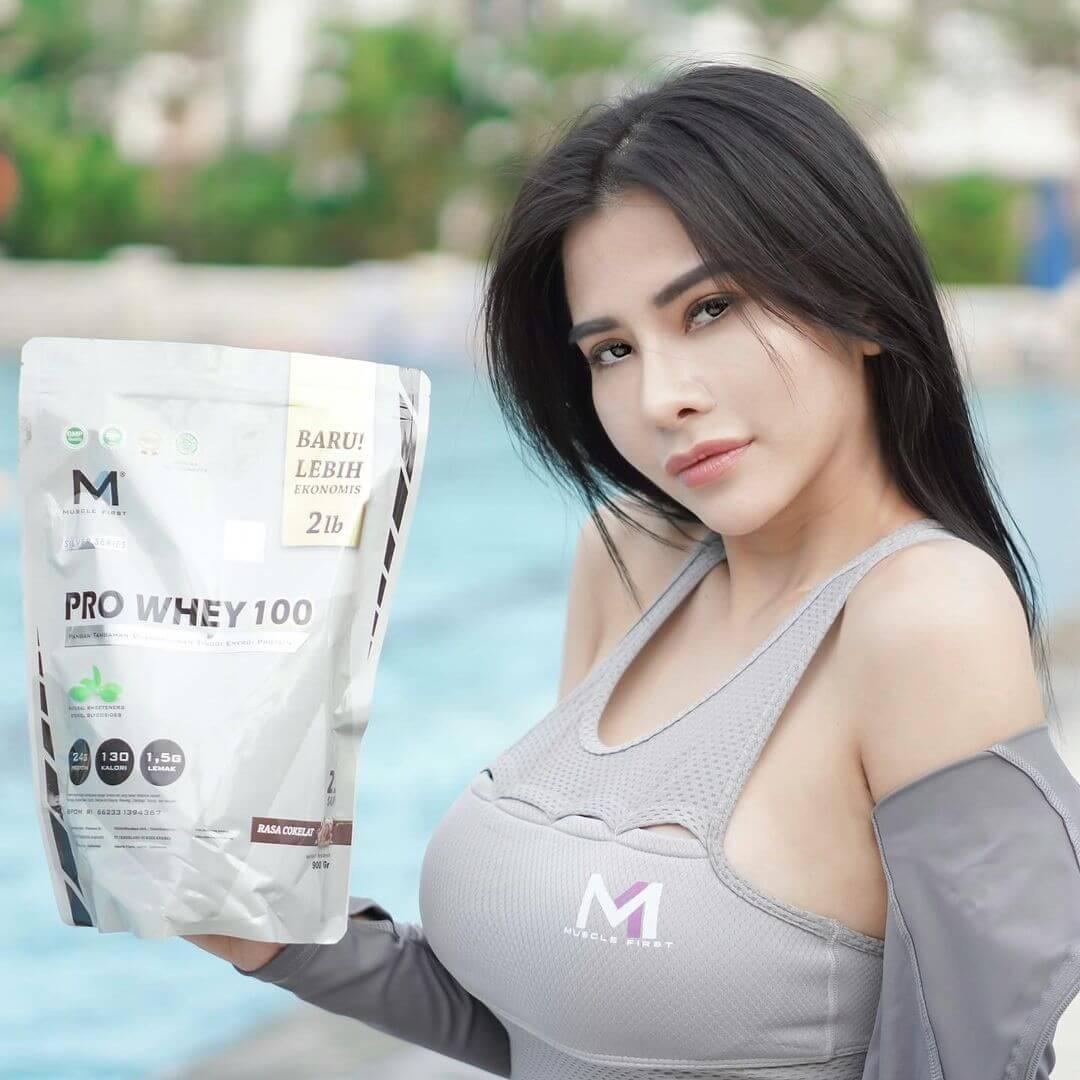Beautiful Indonesian Model Maria Vania