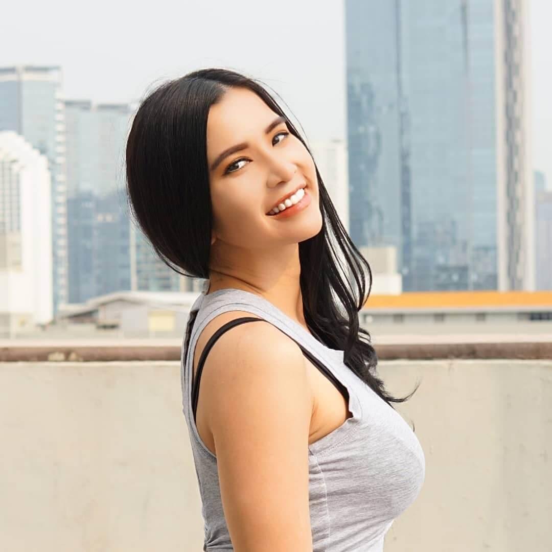Beautiful Maria Vania