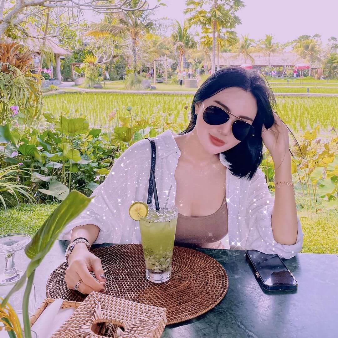 Indonesian Model Wika Salim Jpg In Sunglass