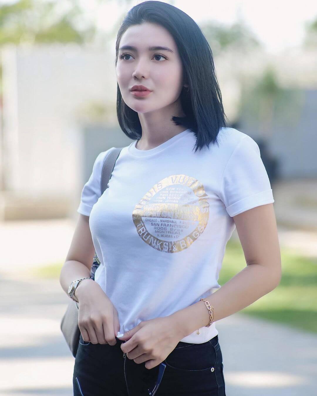 Model Wika Salim In White T Shirt