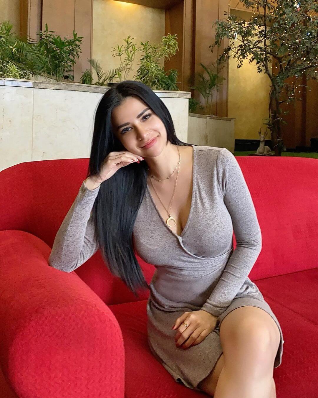 Pretty Girl Maria Vania