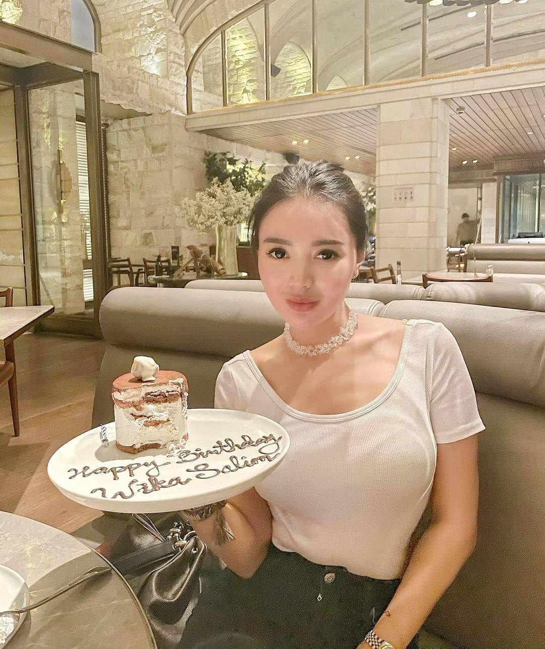 Wika Salim With Birthday Cake